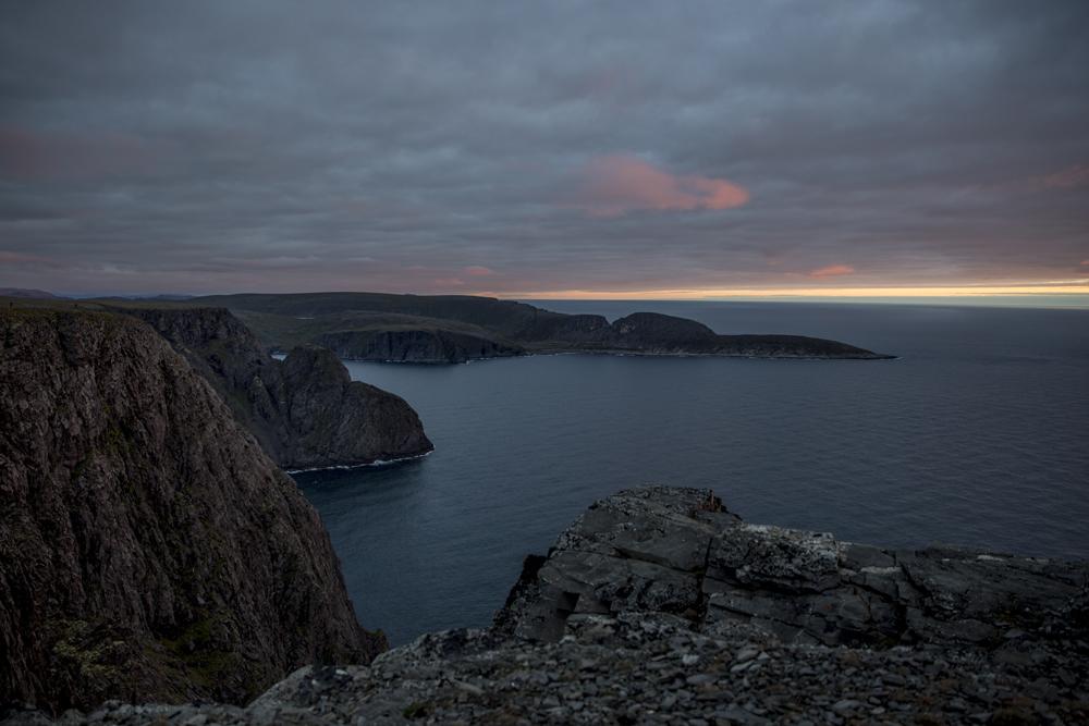 Vid Nordkap västerut, mot Europas nordligaste punkt Knivkjellodden