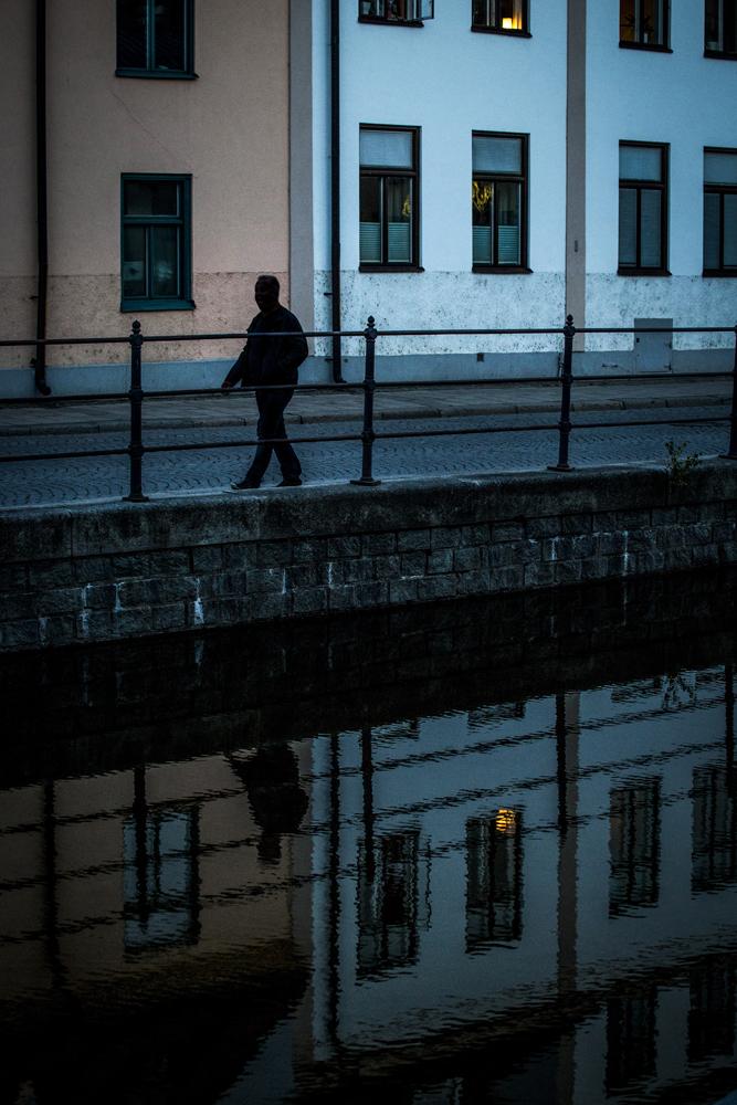 Kulturell spegelgångare i Norrköpingsskymningen