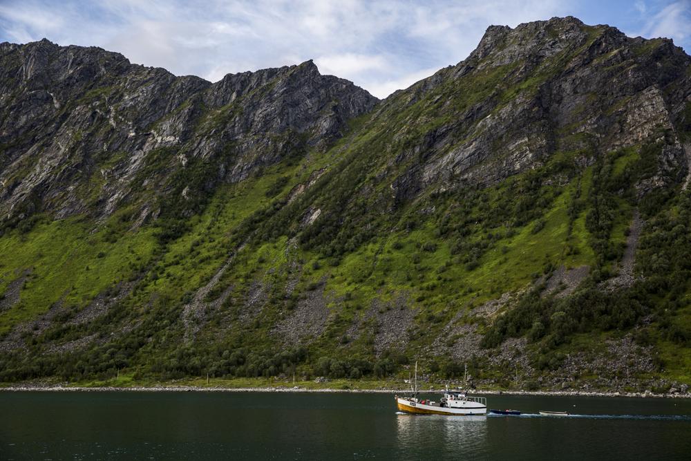 Fiskebåt vid Senja i Norge