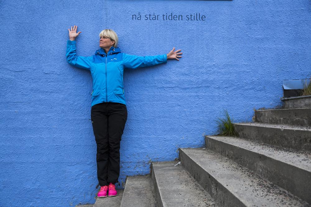 Ylva matchar väggen i Sortland
