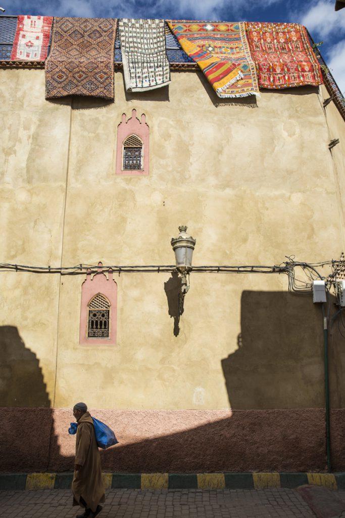 Vädring av mattor i Marrakech