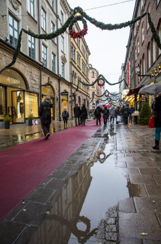Julstämning i Stockholm, i gummistövlar och paraply