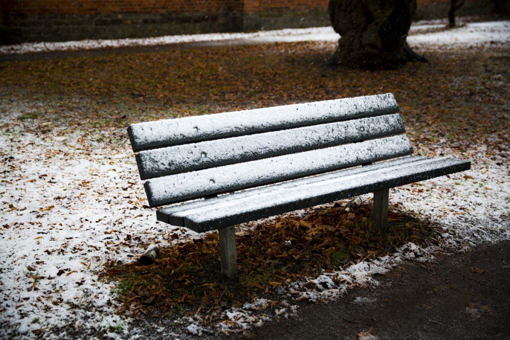 Stackars bänk, alldeles ensam i kylan
