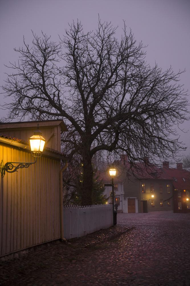 Stortorget i Gamla Linköping i dimma