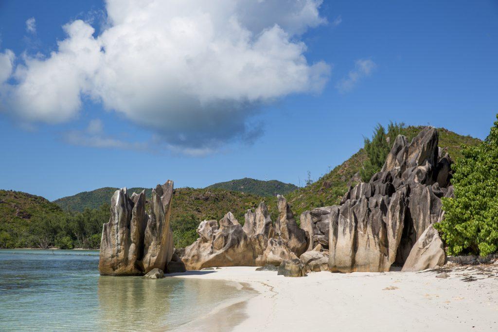 Det första vi såg av Curieuse var den här exotiska stranden med dem för seychellerna typiska granitklipporna
