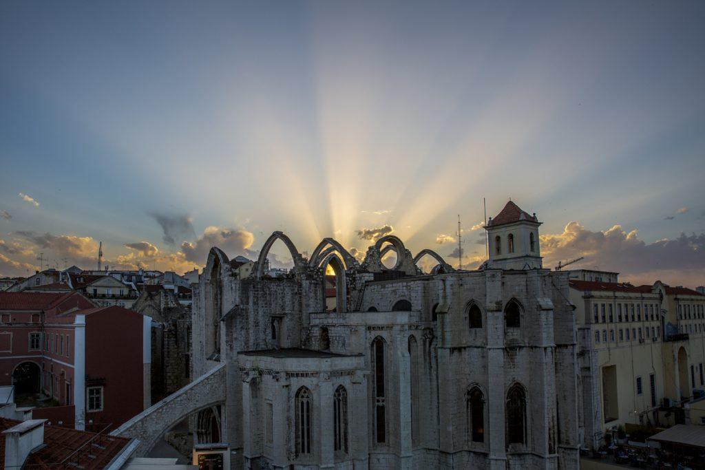Vi såg till att planera in en solnedgångsupplevelse från Elevador de Santa Justa. Mitt resetips! Ta reda på när solen går ner och se till att vara på rätt ställe!