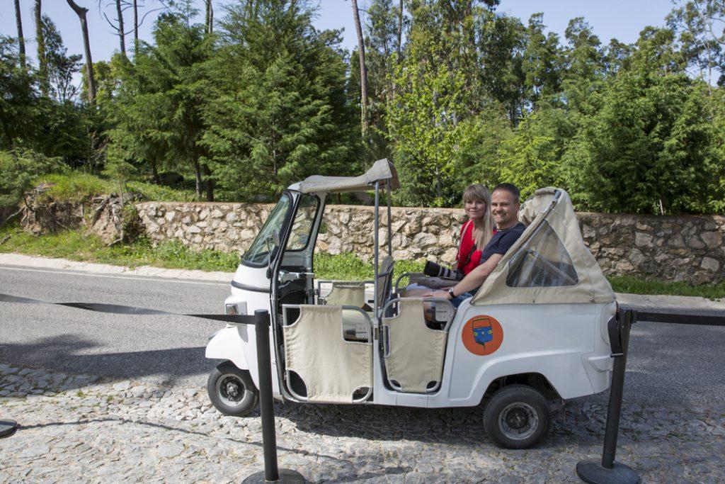 En trevlig åktur med en Tuktuk på berget och i Sintra