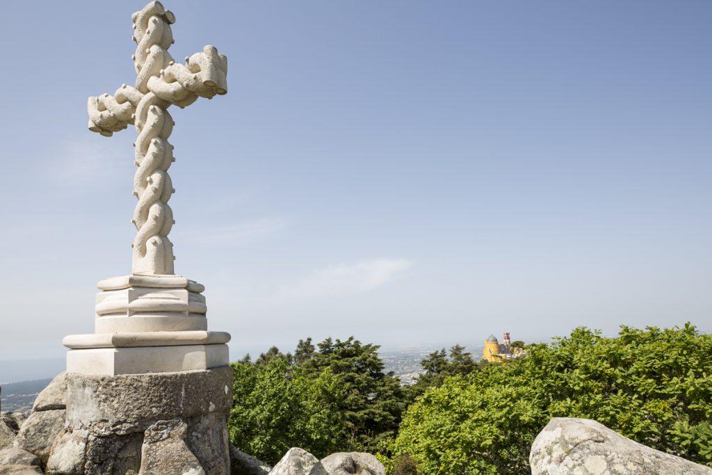 I andra ändan av parken ligger High cross på en höjd. Härifrån kan man se ända till Lissabon