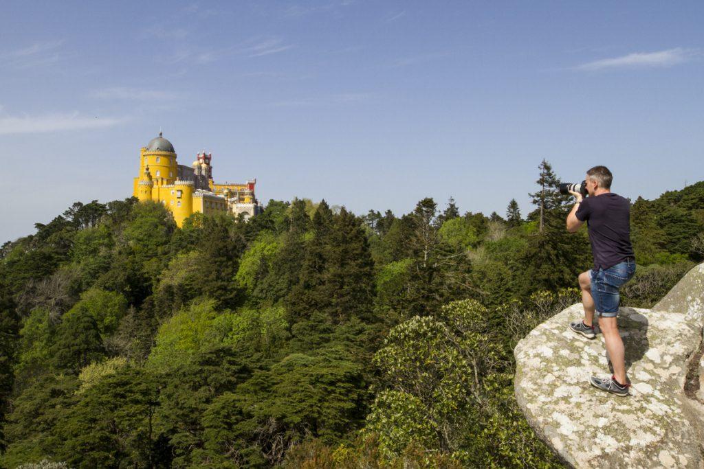 Fotografering av slott längst ut på en klippa kräver både balans och koncentration