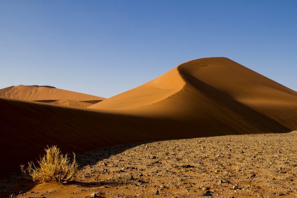 Sossusvlei ligger i Namib-Naukluft Nationalpark, världens äldsta öken