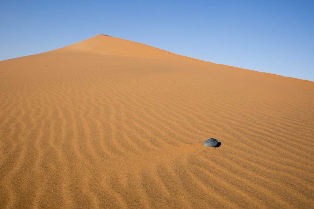 Jag bara älskar de mjuka vågmönster som bildas i sanden.