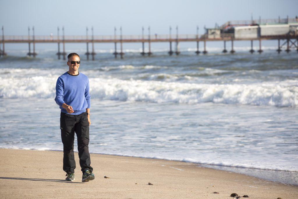 Vädret lockade inte till något dopp i den kalla Atlanten så det fick bli en stilla promenad på Palm Beach i stället