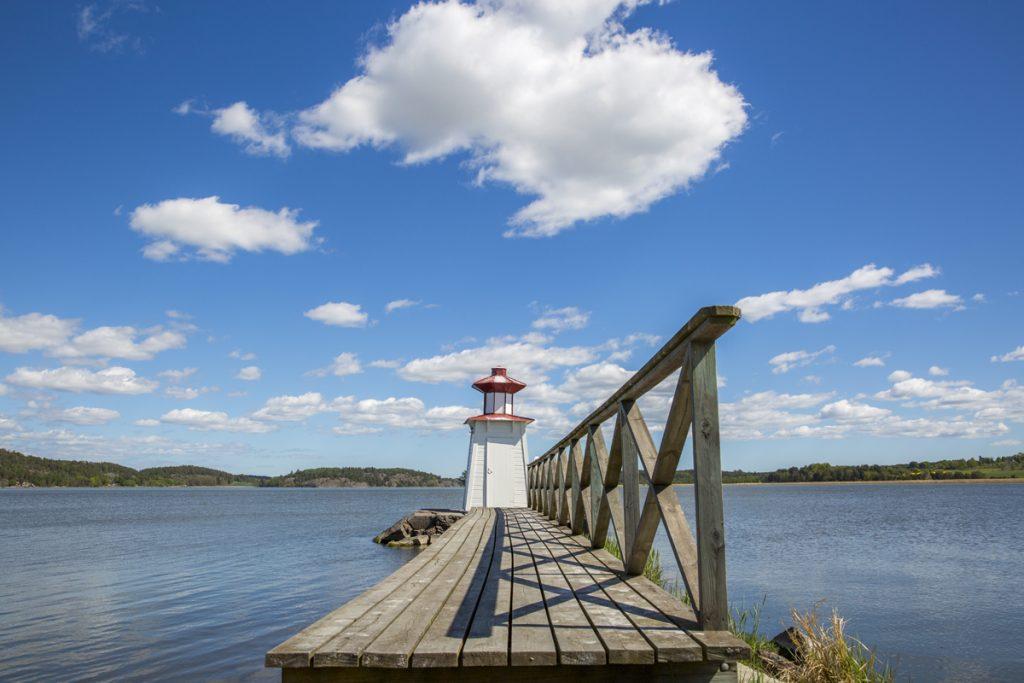 Östergötlands och Slätbaken en vacker sommardag. Vid Mems slussar