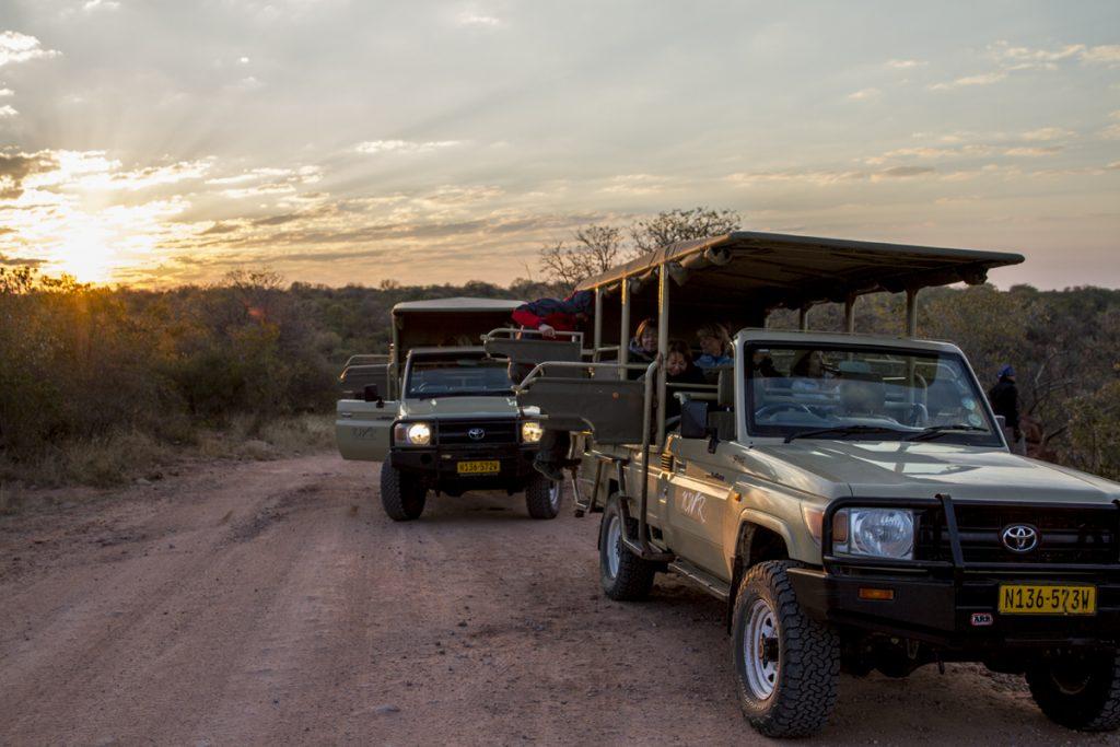 Den guidade turen börjar, som vanligt i Namibia, före soluppgången
