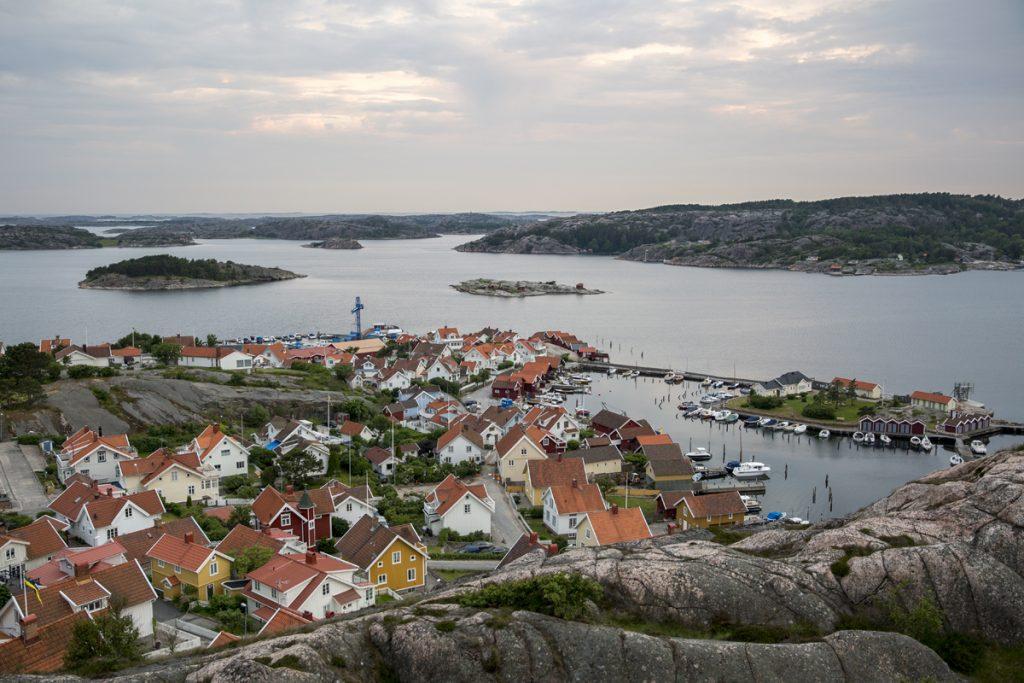 Bohuslänska skärgården med vy över Fjällbacka
