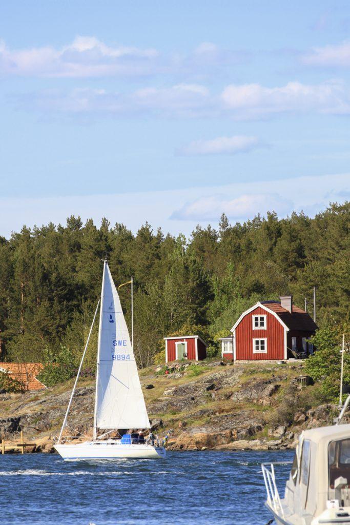 Svenska skärgården en tidig sommardag