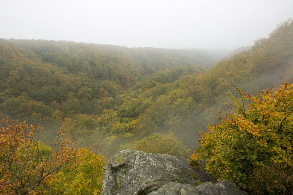 Molnen sveper fram och tillbaka genom dalen, när vi tittar ut över en av många fina utsikter från norra sidan