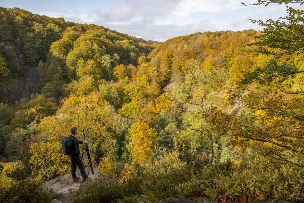 Lierna. Beundrar utsikten där tre dalar möter varann i hjärtat av nationalparken.