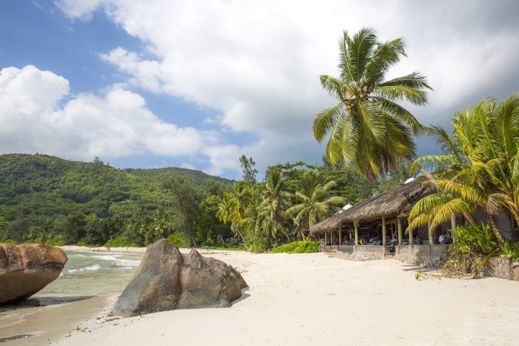 Vart vi än for fram med bilen så hade vi nära till de karaktäristiska Seychelliska stränderna