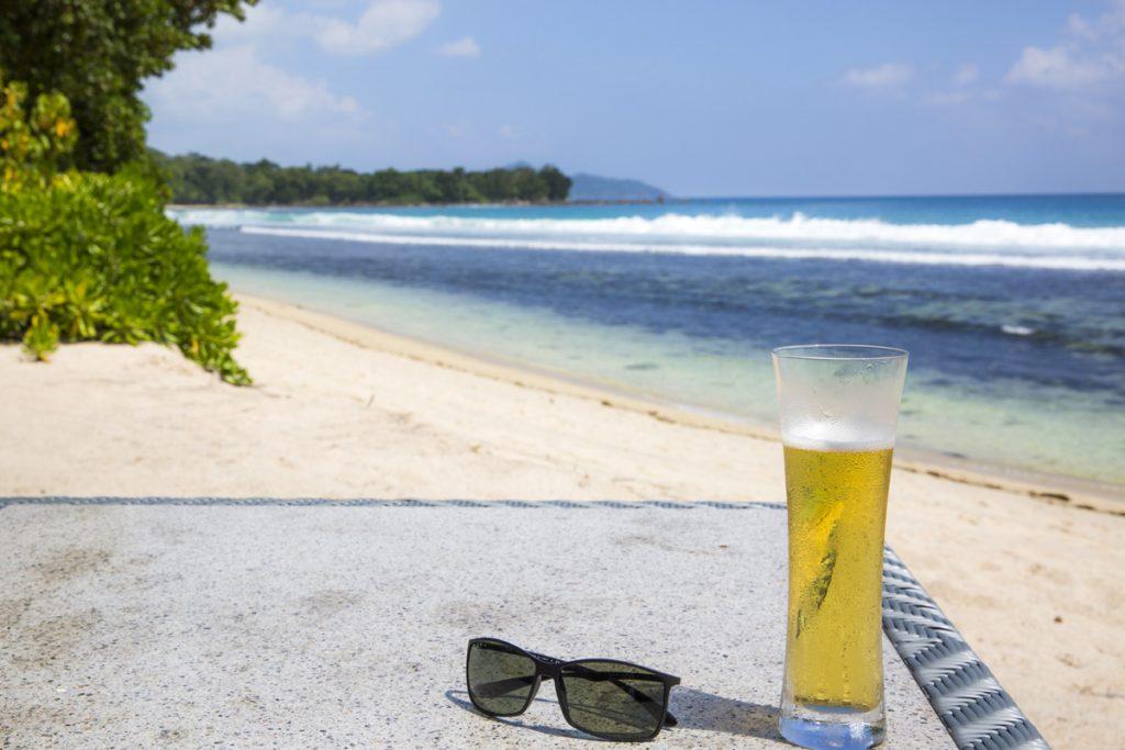 Visst måste den här bilden vara med i i blogg från Seychellerna. Vätskebalansen är ju viktig i värmen.