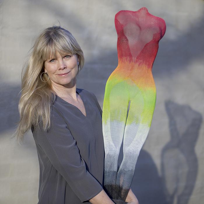 Ylva Jonsson, konstnär i nätskulpturer