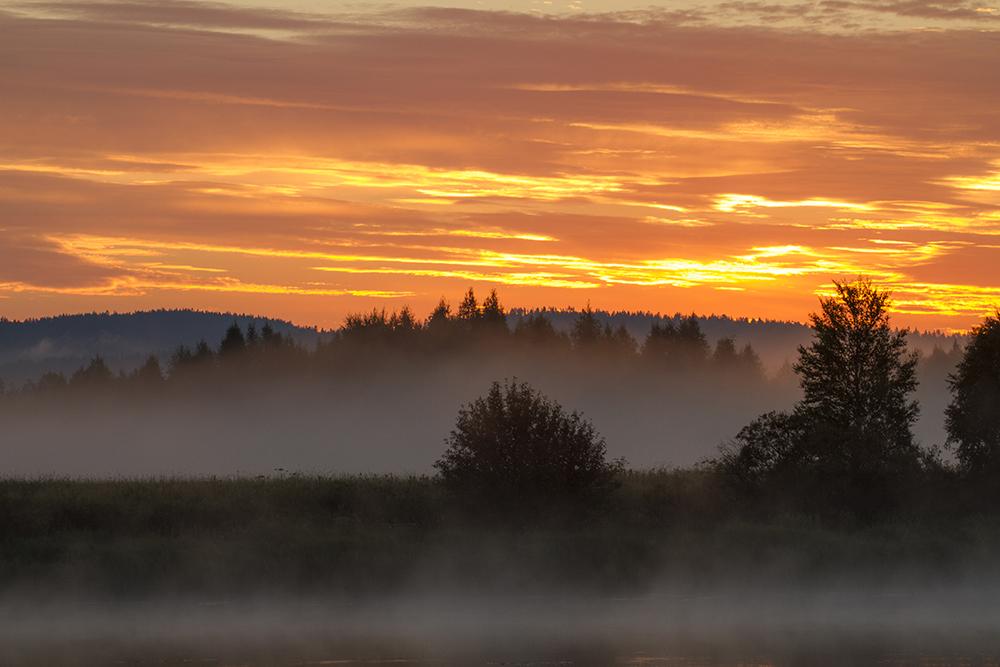 Vaknar i natten och ser detta över Torne Älv - Sverige är fantastiskt!