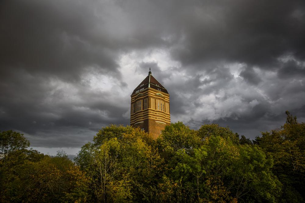 Gamla vattentornet i Linköping i höstfärger
