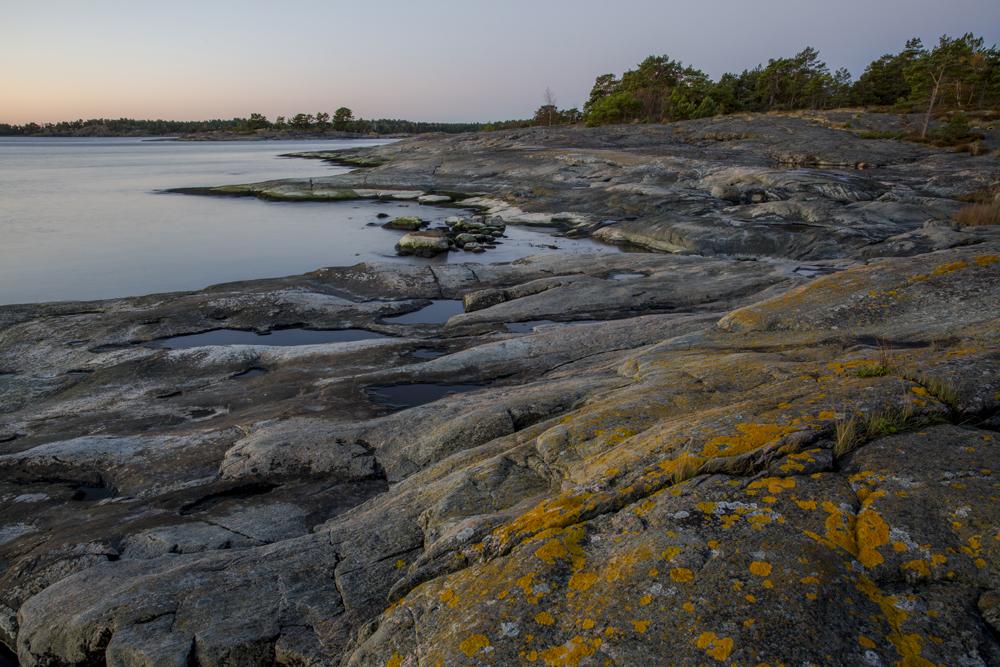 Häftiga stenformationer finns det gott om på Torrö