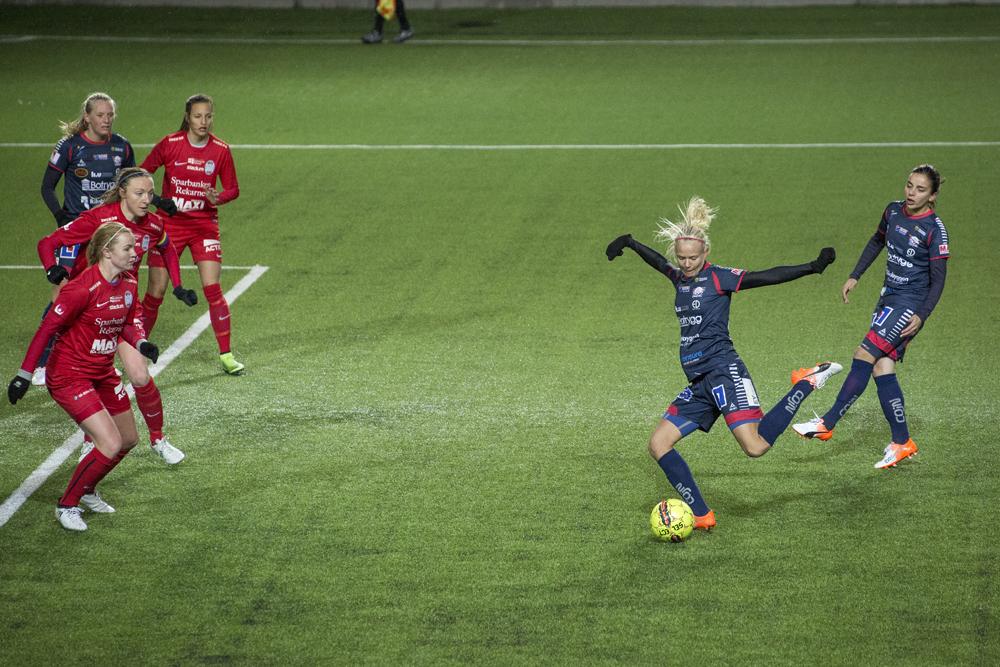 Pernille Harder skjuter 5-0 till Linköping