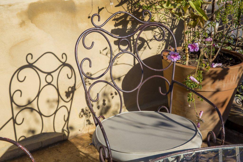 På takterassen var det fullt med sittplatser att sitta och ta igen sig i. Vi hade naturligtvis inte tid, vi var ju ute och upplevde Marrakech.