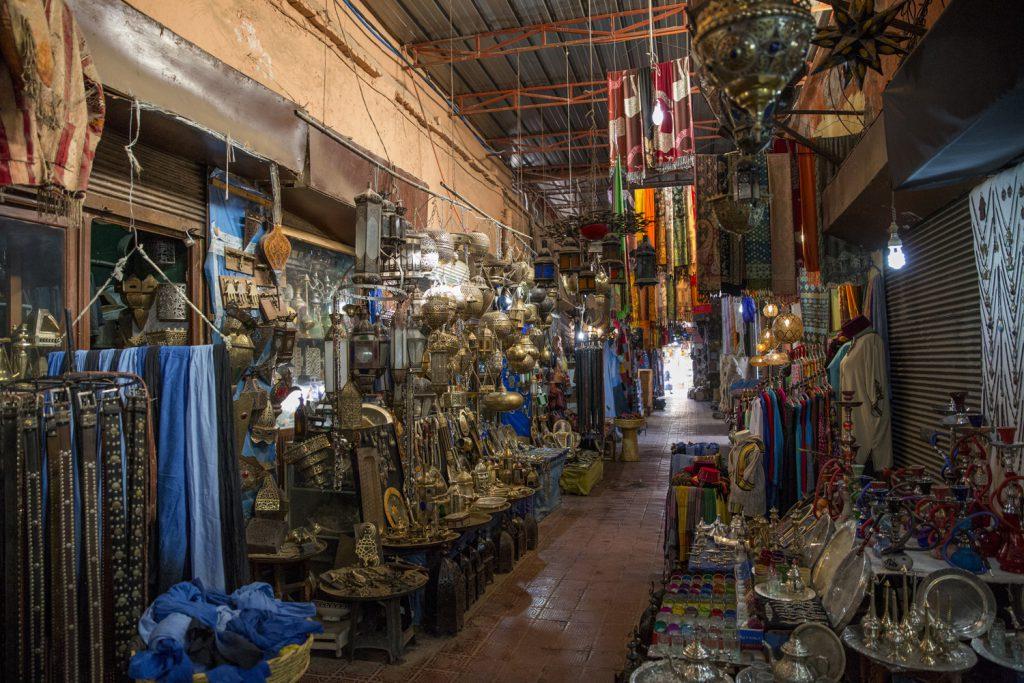 I souken säljs allt från tyger, bälten till fantastiska handsmidda marockanska lampor. Att det just här är fulltomt var helt unikt.