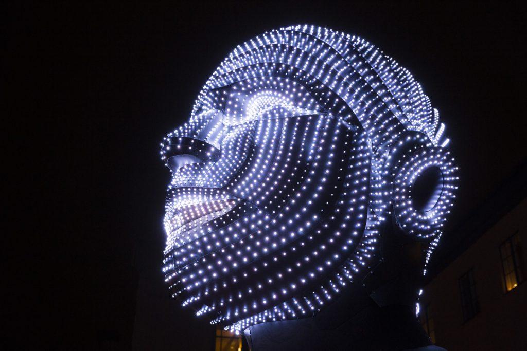 Norrköping light festival - Talking Heads heter denna installation. 2 huvuden som kommunicerar med hjälp av 4000 ljusdioder