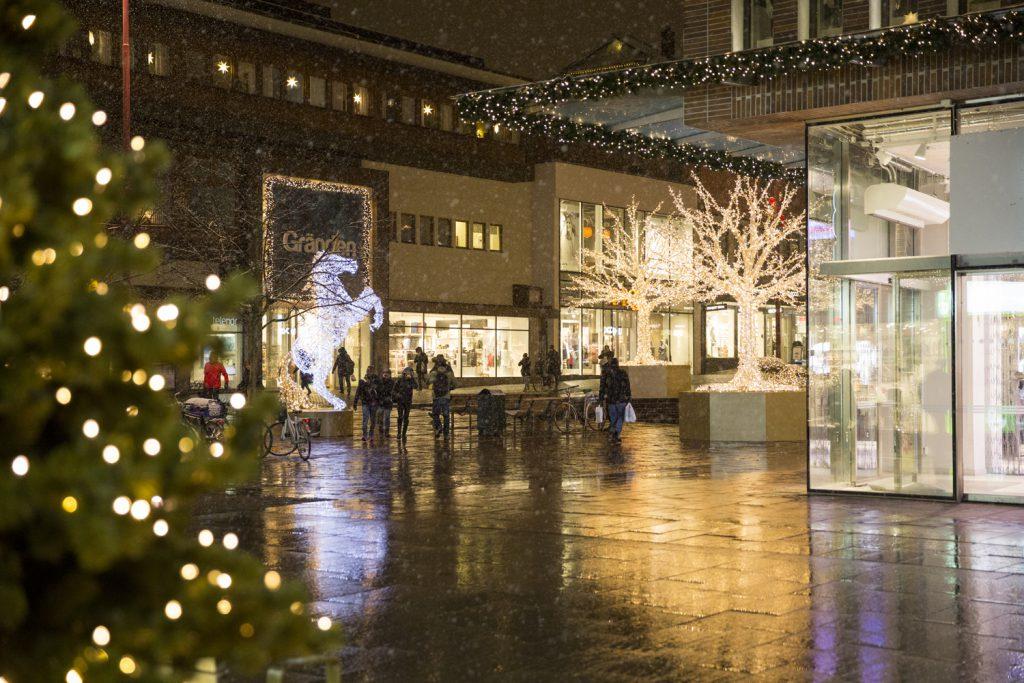Stad i Ljus, Lilla Torget i Linköping i början av december