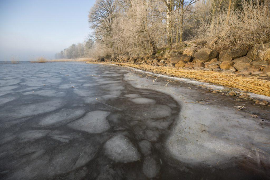 Häftiga isformationer har bildats även under ytan, vid Roxens strand