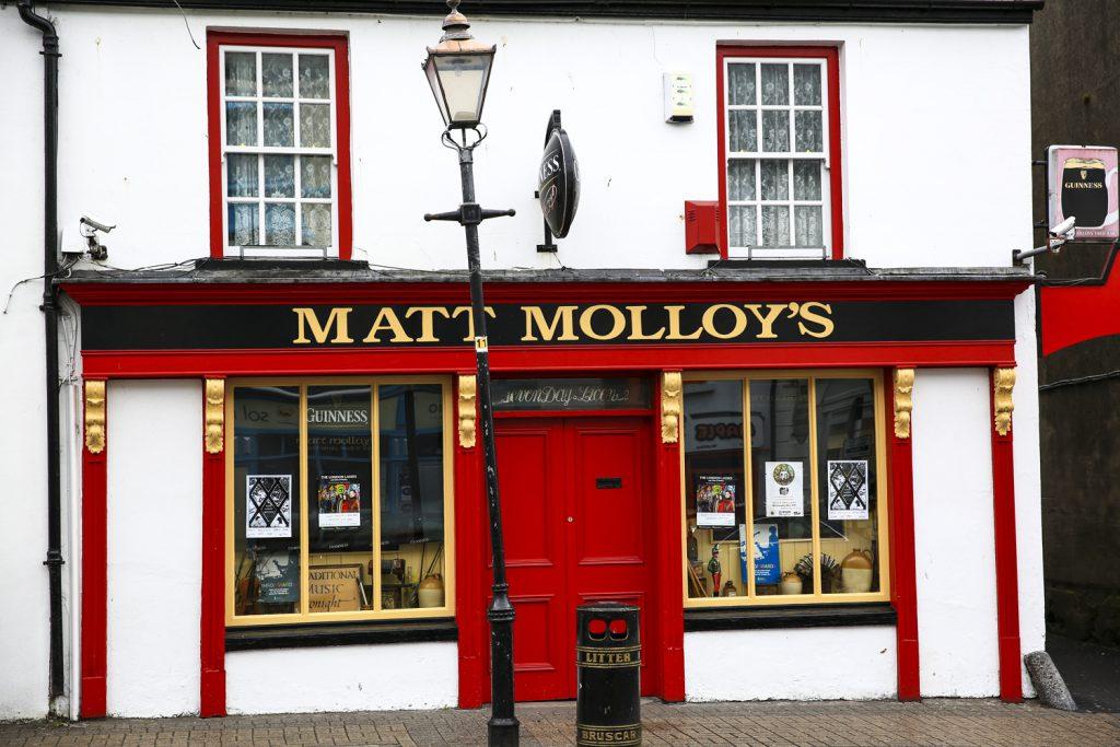 En av många pubar i Westport, denna ägs av en av Irlands mest kända flöjtister, Matt Molloy