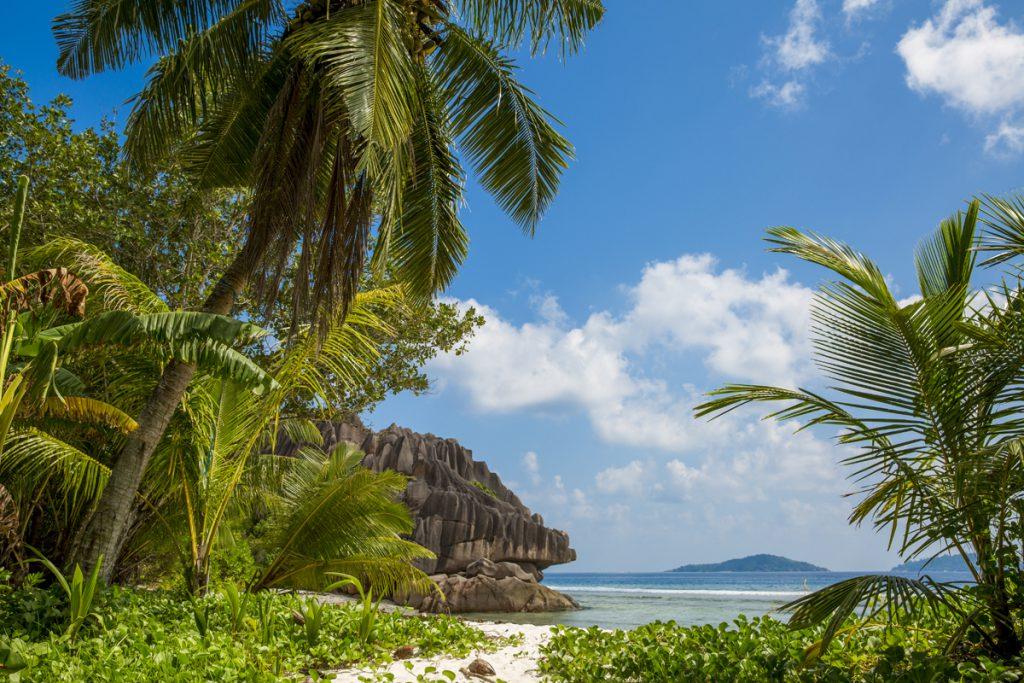 Hela östra sidan av ön bjuder på vackra stränder som avlöser varandra.