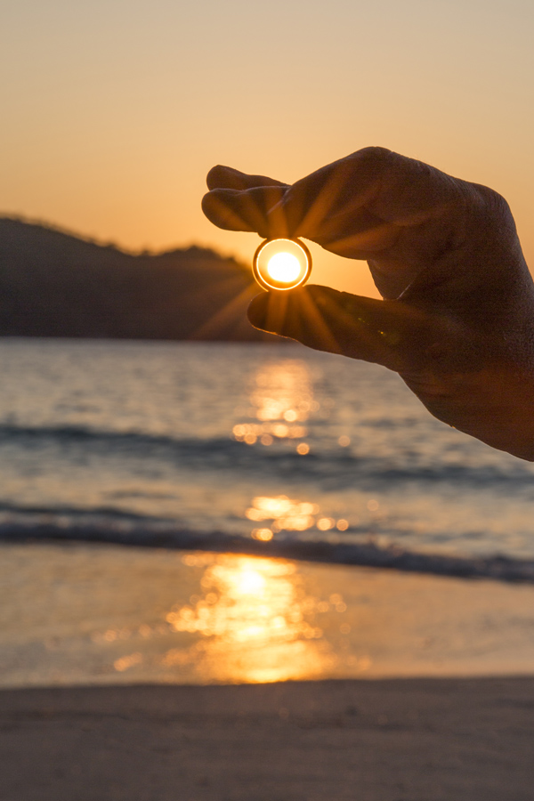 Just precis, vi förlovade oss på Anse Lazio, med solen som vittne
