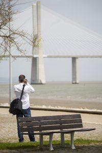 Tur att vi har var sin kamera så vi kan fotografera varann. Här fokuserar jag på Vasco Da Gama bron