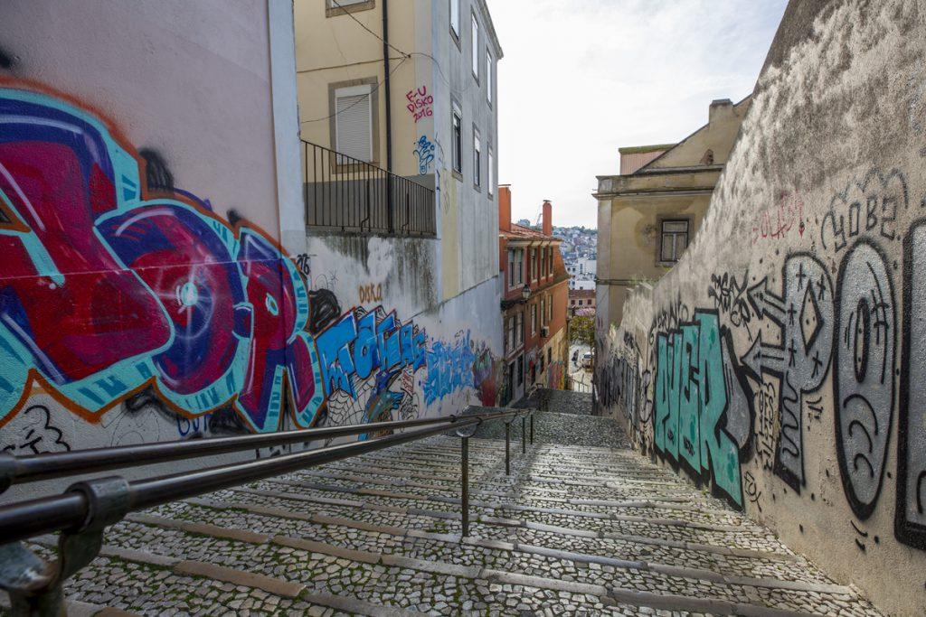Klotter/graffitti är ett vanligt inslag på Lissabons gator