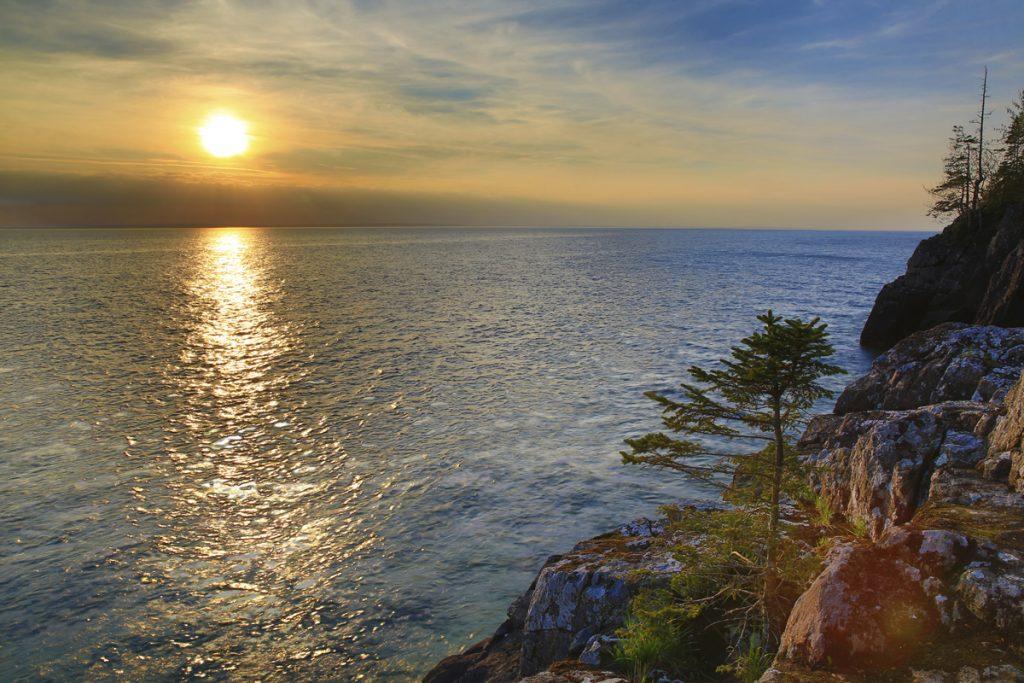 Kvällen avslutas med en fantastisk solnedgång över Vättern
