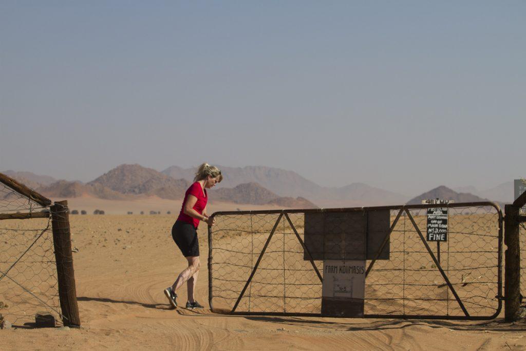 Ylva fick motionera mycket sista biten till Ranch Koiimasis, många grindar blev det!