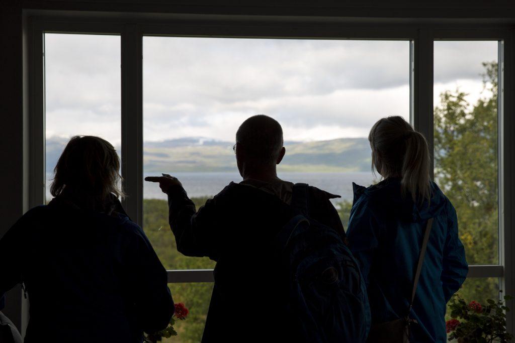 Härliga avkopplande miljöer i STF's turisthotell med vackra vyer ut över Torne träsk