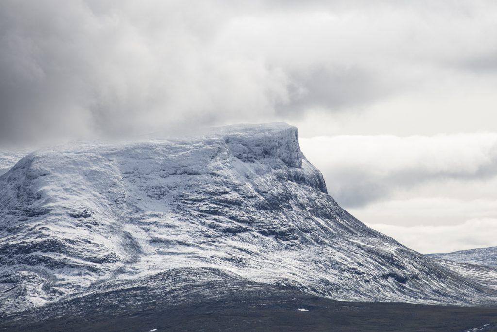 Norra berget i Lapporten med topparna Tjuonatjåkka och Nissuntjårro, 1540 respektive 1721 m ö h