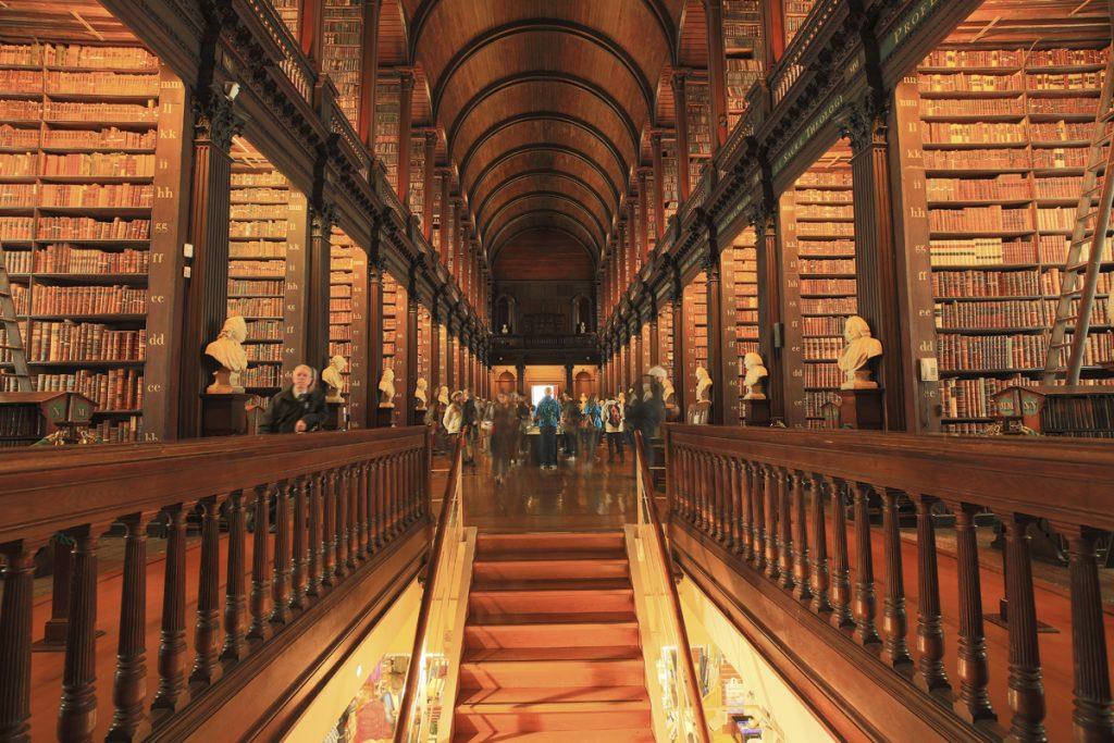 Trinity College Library, det berömda bibliotek i det berömda universitetet