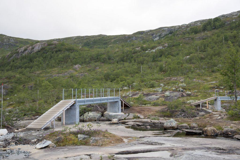 Här brukar det nog rinna mer vatten men denna sommar här ju varit väldigt torr så det var endast små rännilar som strök nerför berget.