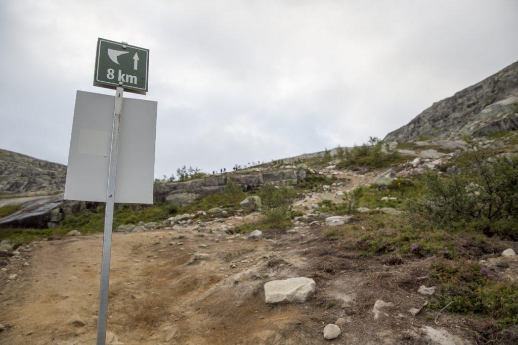 När den här skylten dyker upp har vi gått mer än halvvägs till klippan...