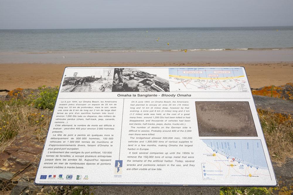 En skylt vid Omaha Beach som visar de allierades anfall